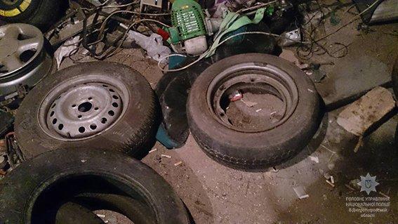 Детали от украденных автомобилей грабители продавали