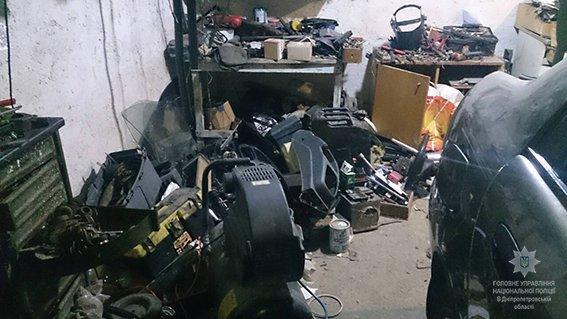 В доме преступников обнаружили целый склад деталей от украденных авто