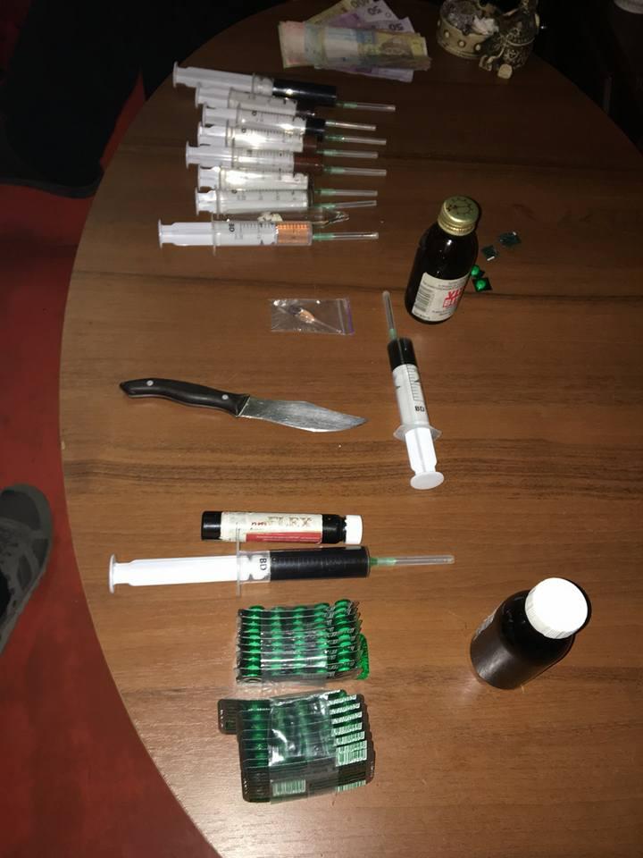 В квартире у мужчины нашли немало наркотических веществ