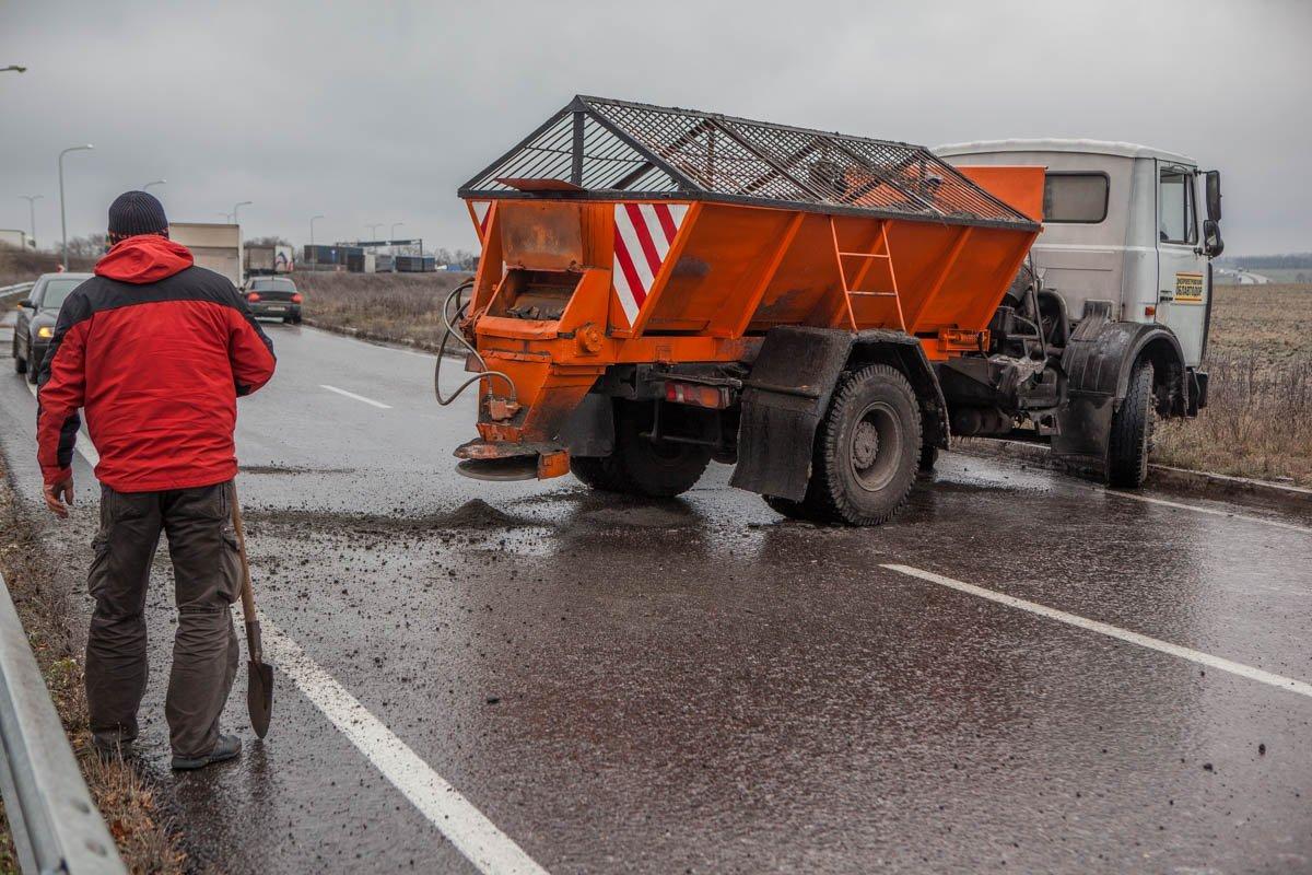Работа дорожных служб затруднена