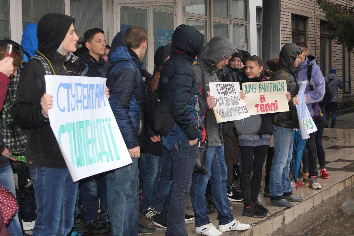Дождь на пути к справедливости для студентов не помеха