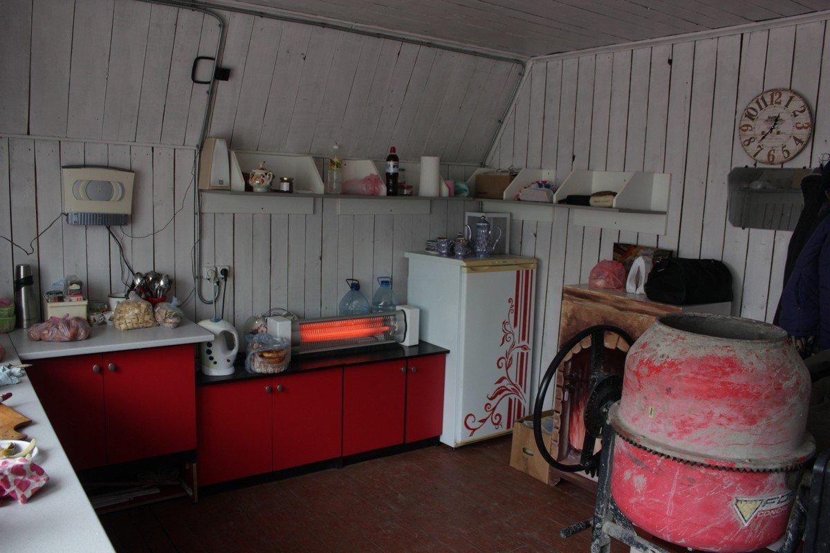 Общая кухня и обогреватель УФО от спонсоров
