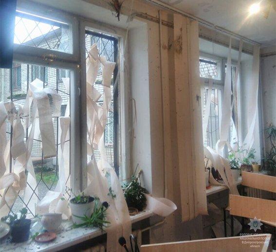 От взрыва в зале вылетели окна