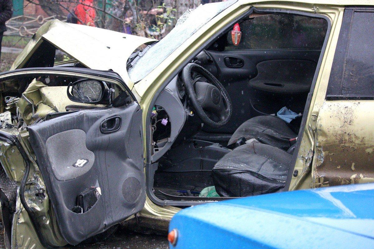 Водитель Daewoo Lanos не смог избежать столкновения