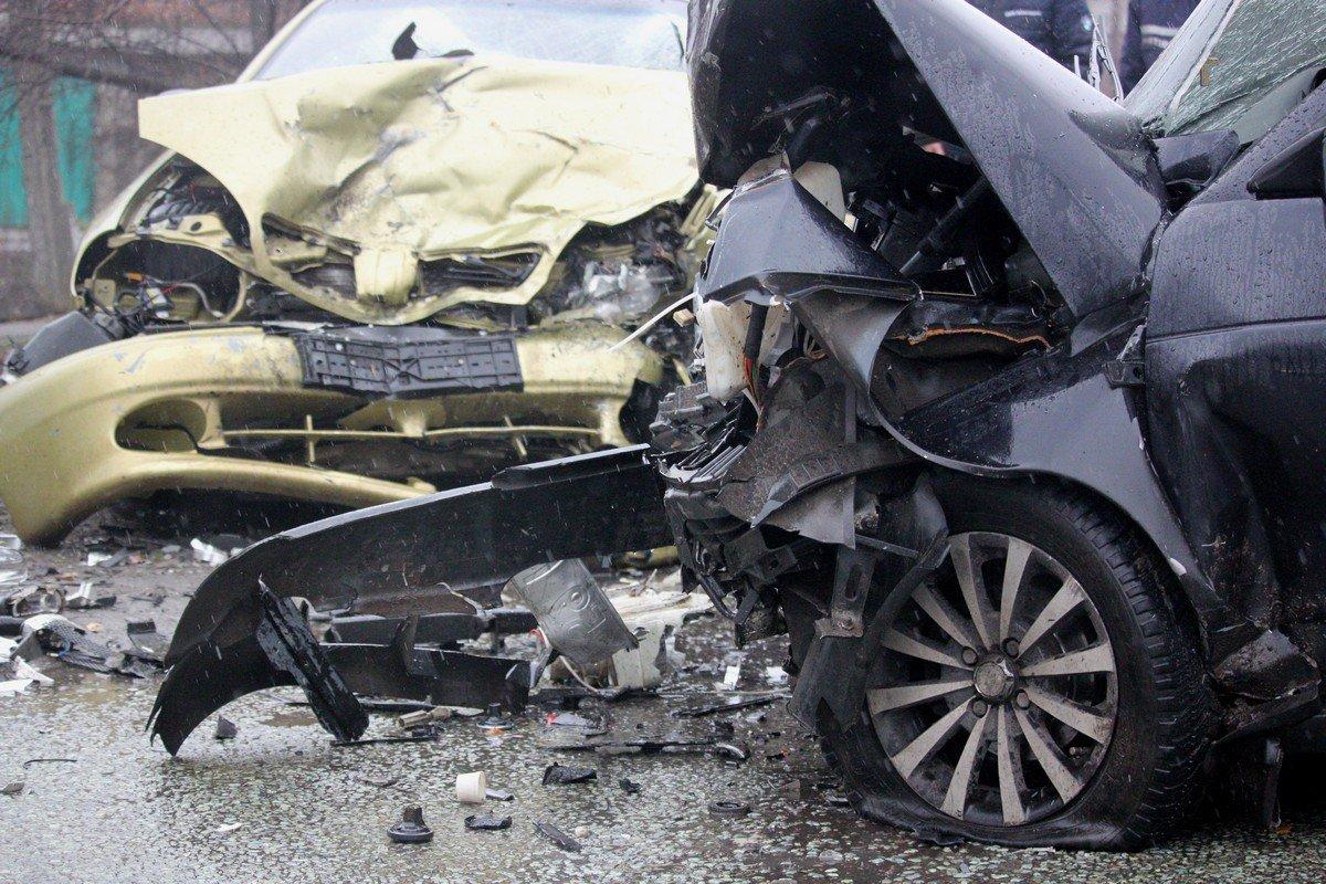 Из салона авто извлекли пострадавших