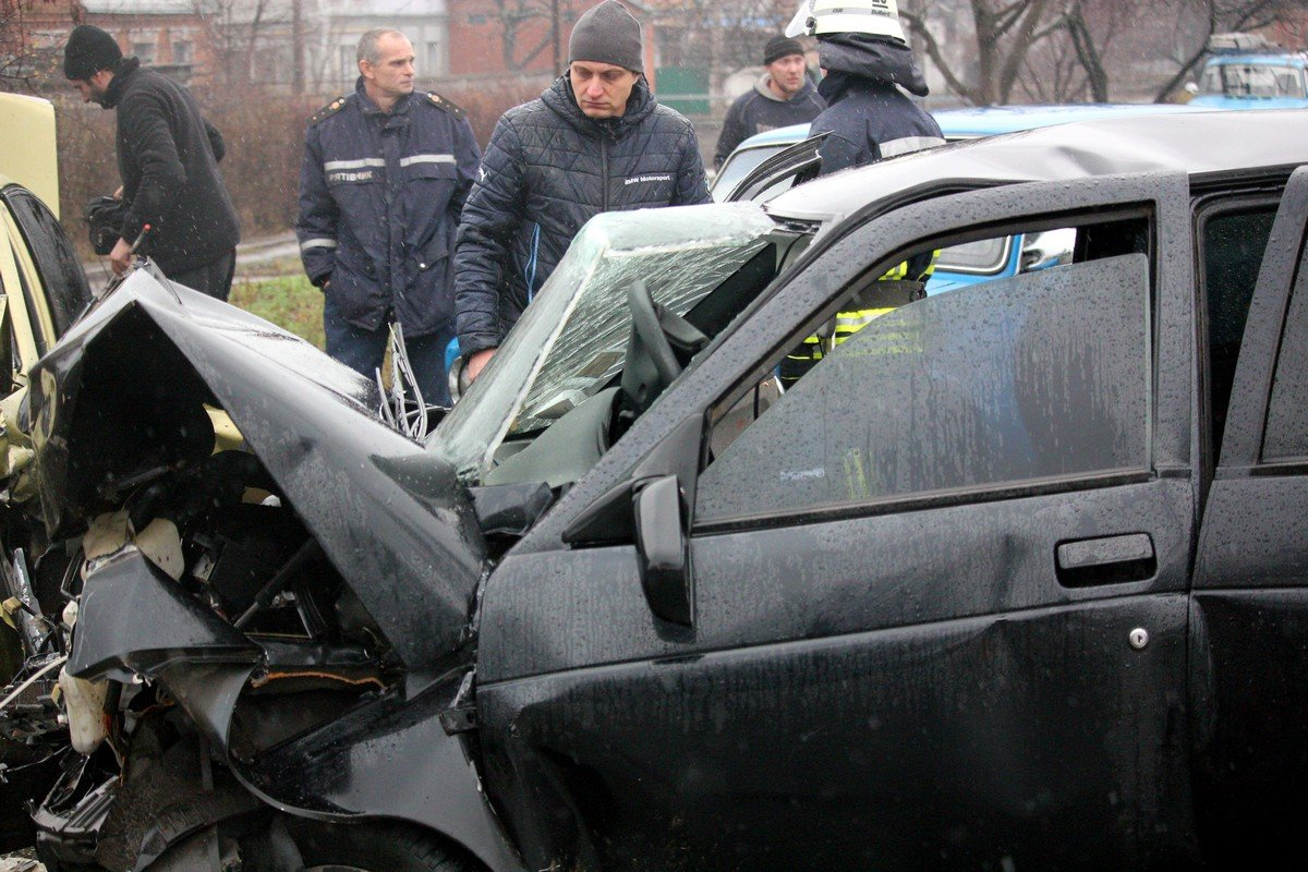 Предварительная версия аварии: мокрая дорога и несоблюдение правил