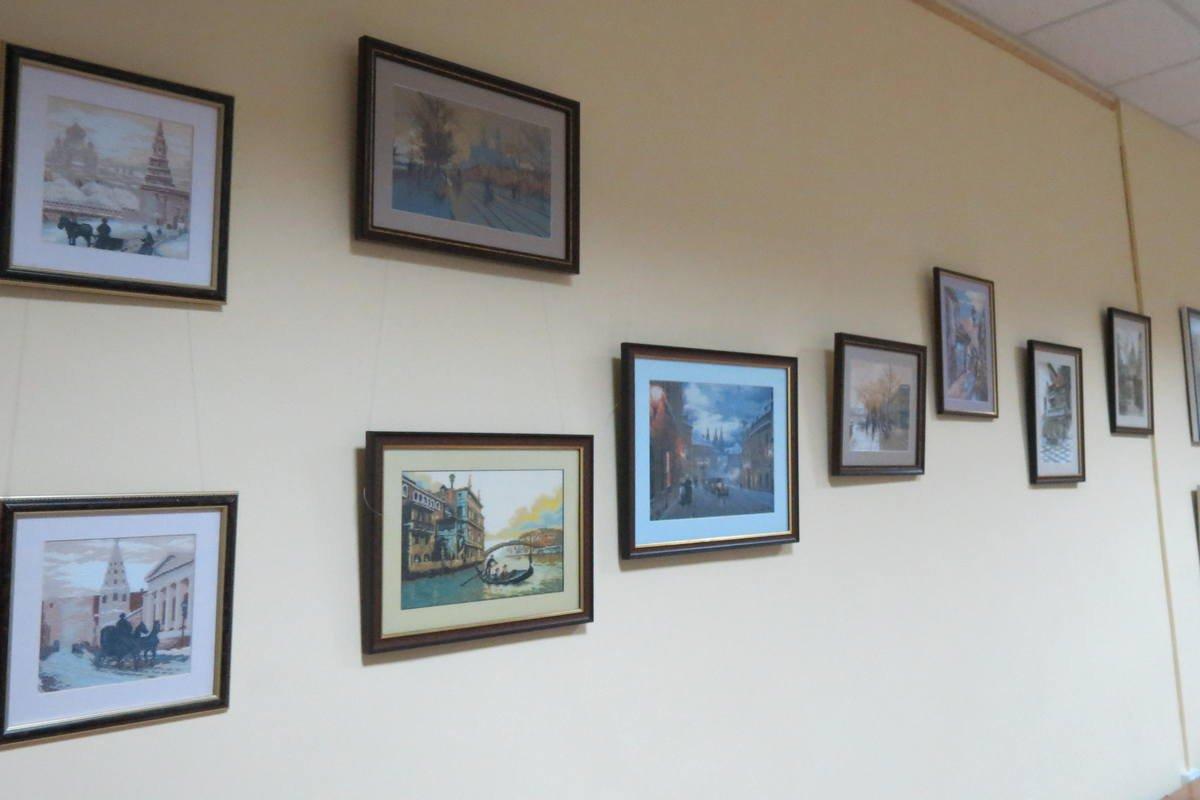 Выставка картин представлена в зале городской библиотеки №3
