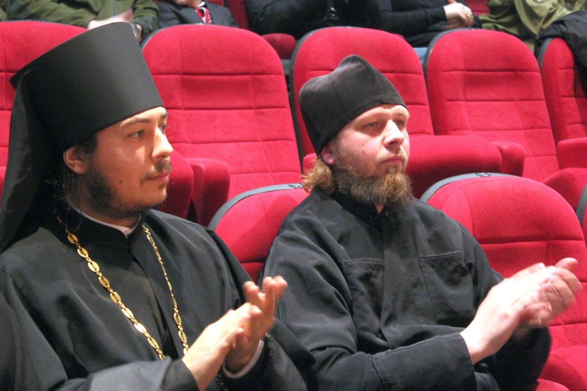 Духовенство УПЦ в первом ряду