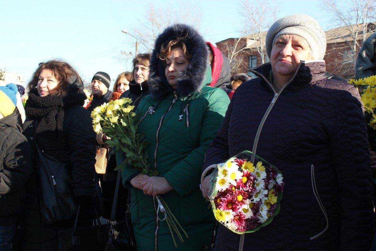 Жители города пришли почтить память погибших воинов