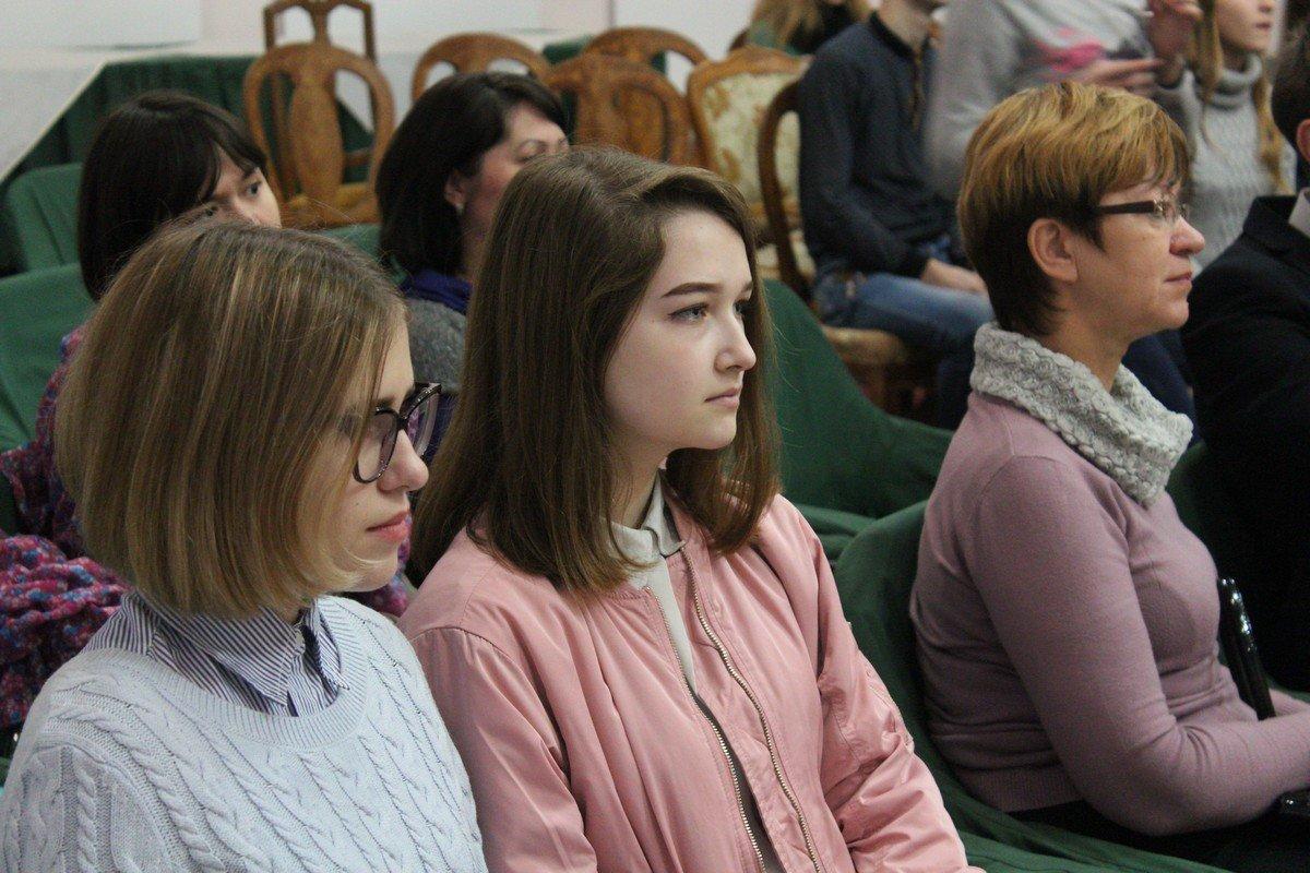 Зрительный зал сосредоточен