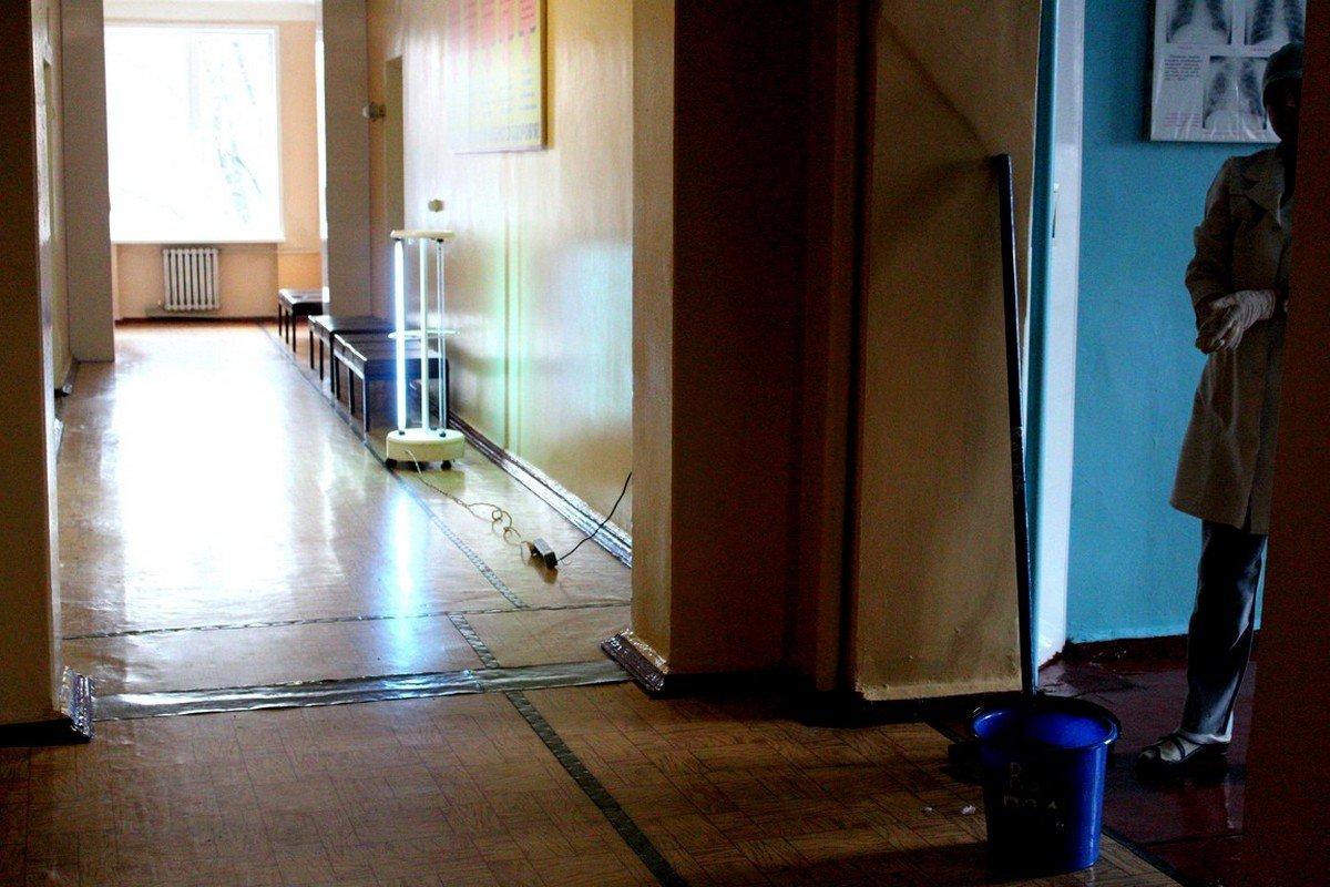 Обработка помещения тубдиспансера кварцевой лампой