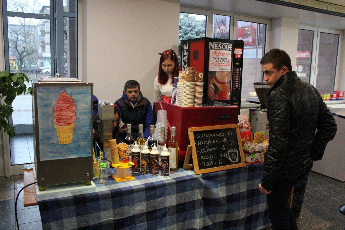 Кофейни города готовят вкусные напитки для посетителей