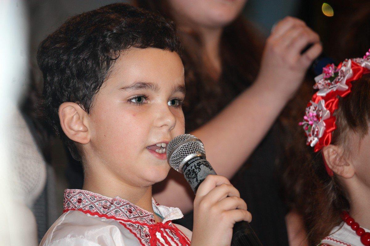 Юный вокалист