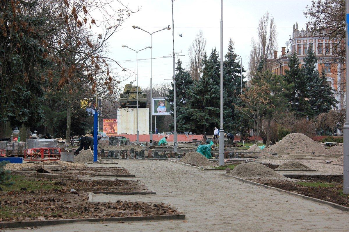 Реконструкция и озеленение площади продолжится в2018 году