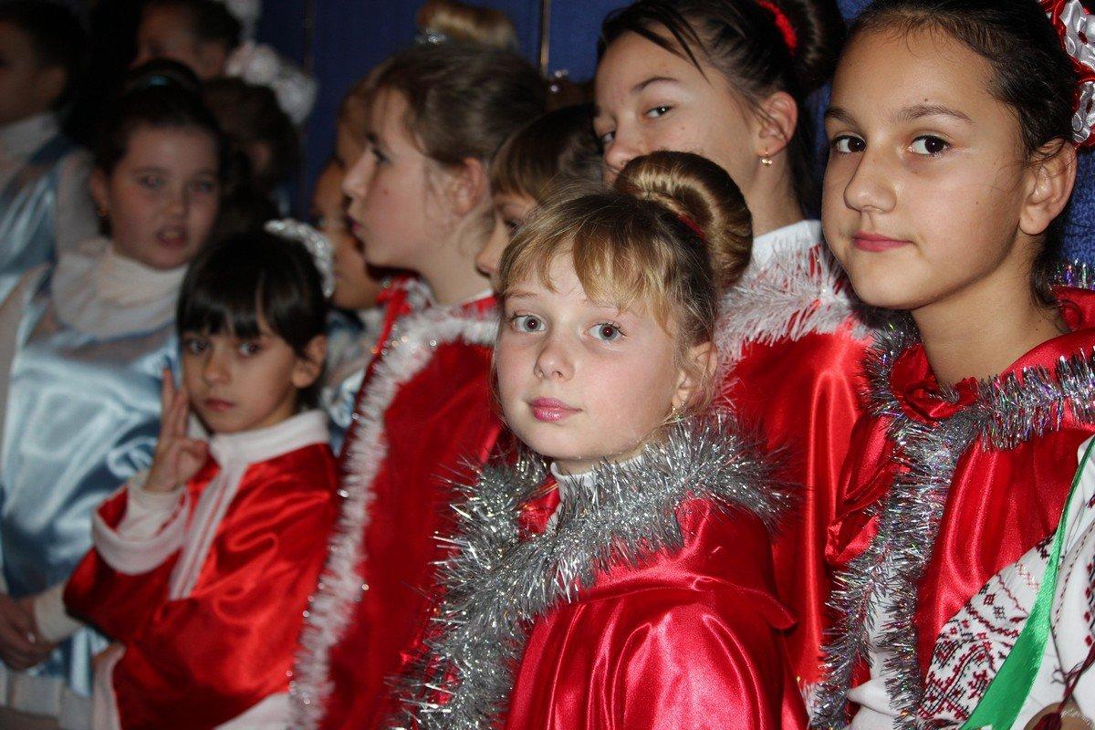 Полный зал детей собрал праздник Николая Чудотворца