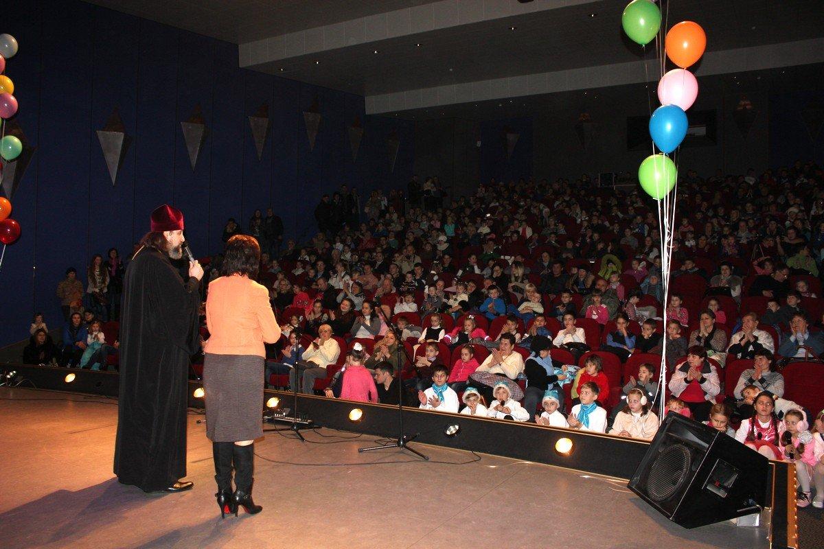 Зрительный зал был переполнен счастливыми детскими лицами