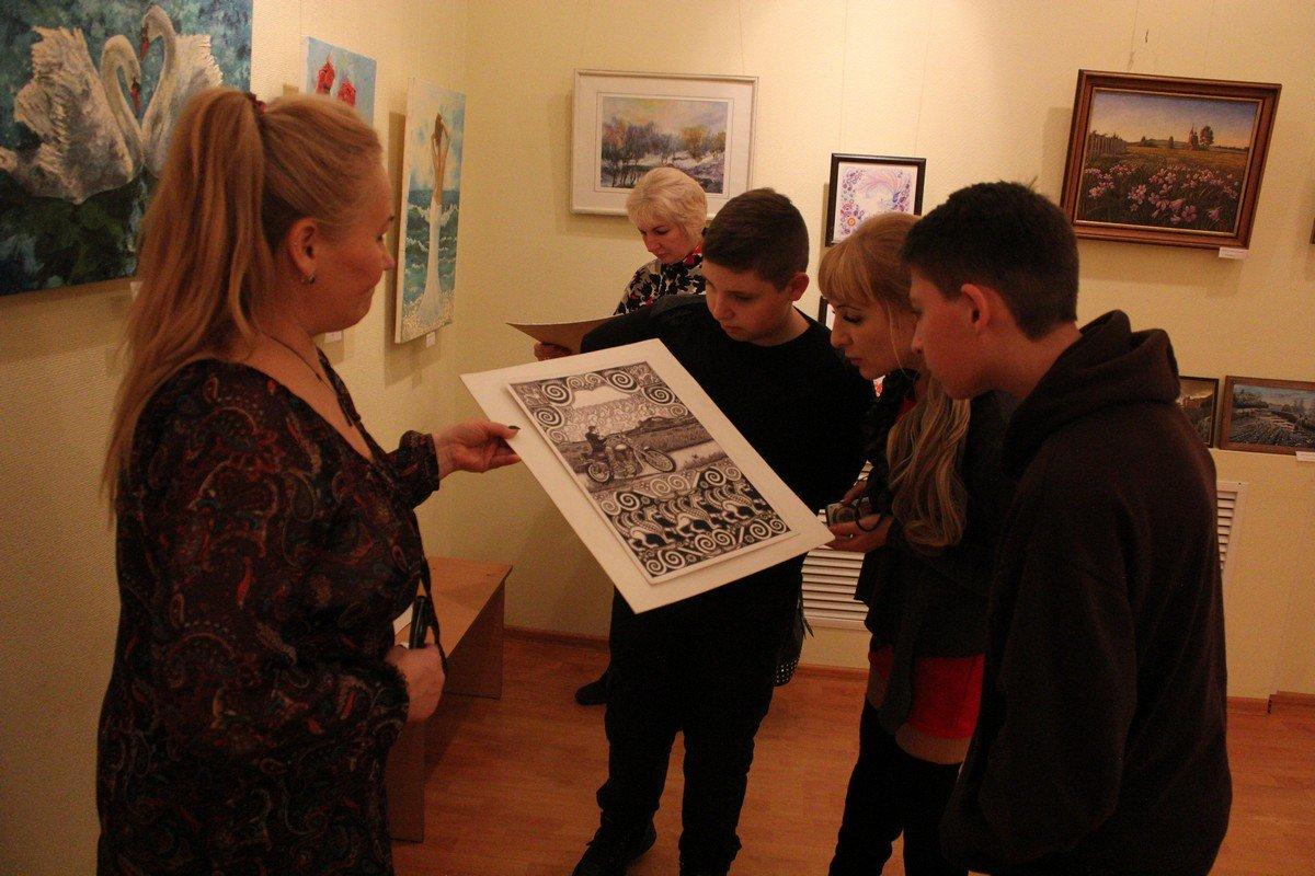 Сергей Тороп выполняет свои работы гелевой ручкой
