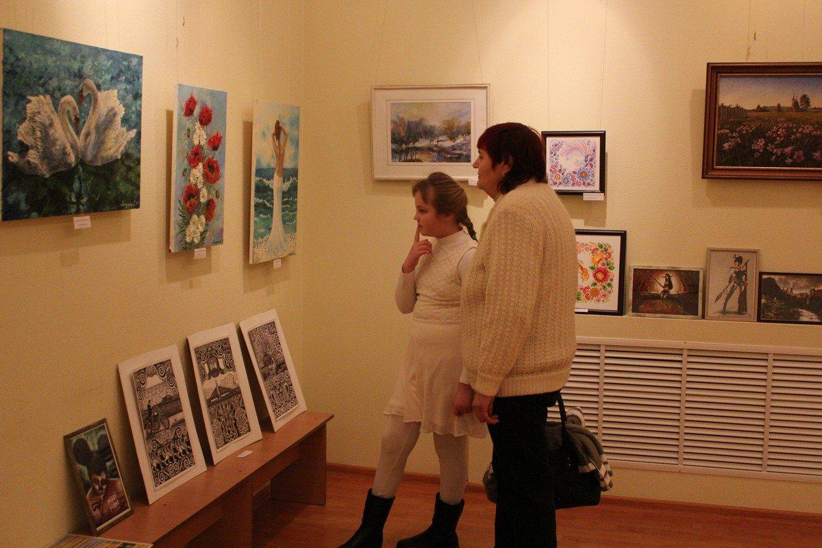 Выставка заинтересовала не только взрослых, но и детей