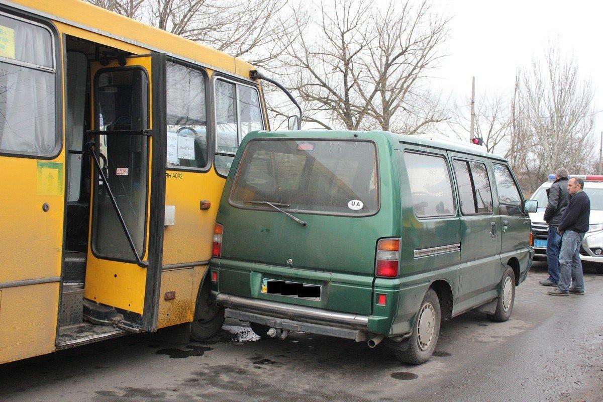 Автомобили получили механические повреждения