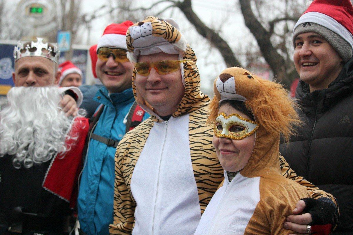 Участники велокарнавала - сказочные персонажи
