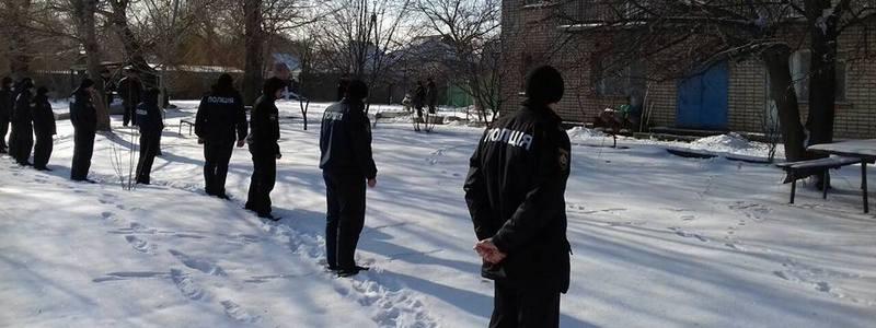 В Никополе полицейские обезвредили группу вооруженных преступников с заложником