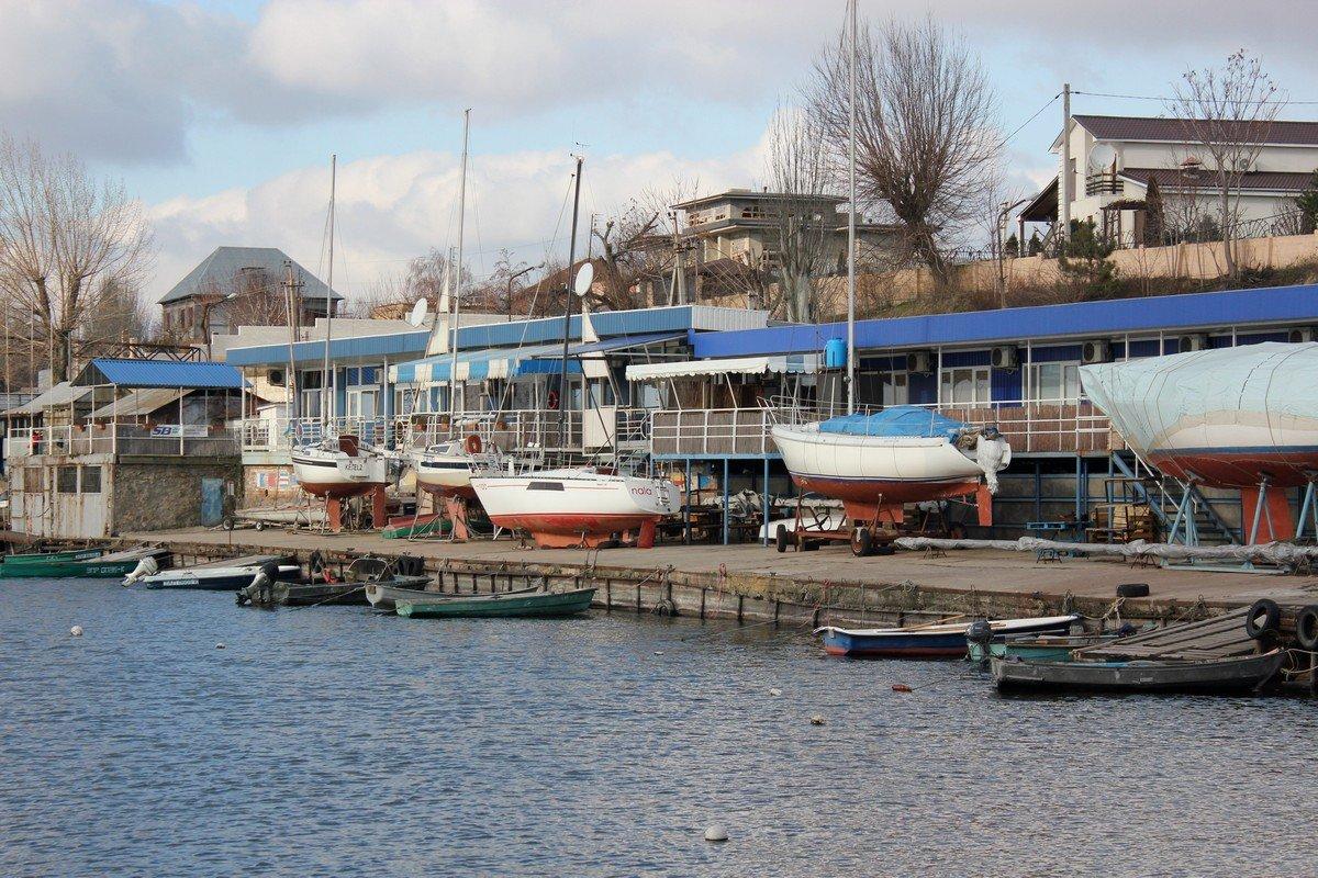 Вид с мостика на парусные судна
