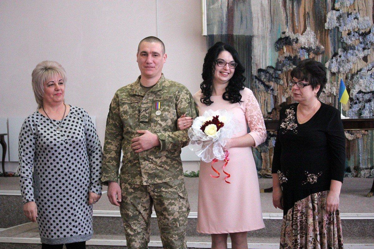 Настя и Иван рядом с мамами