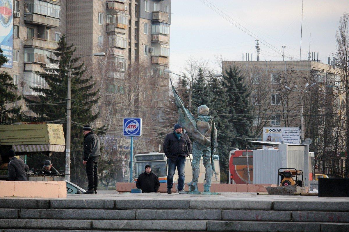 Изваяние солдата - вторая часть памятника «Защитник Украины»