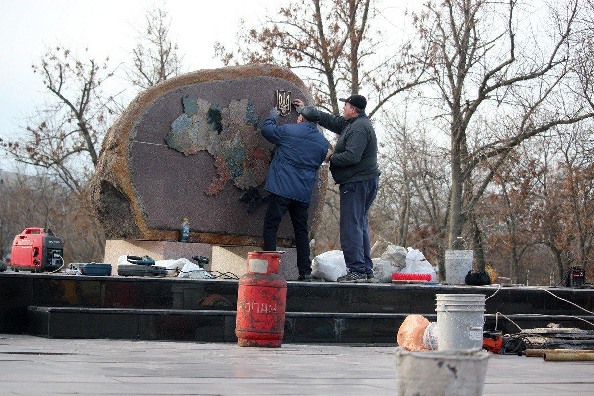 Первая часть памятного комплекса - карта Украины
