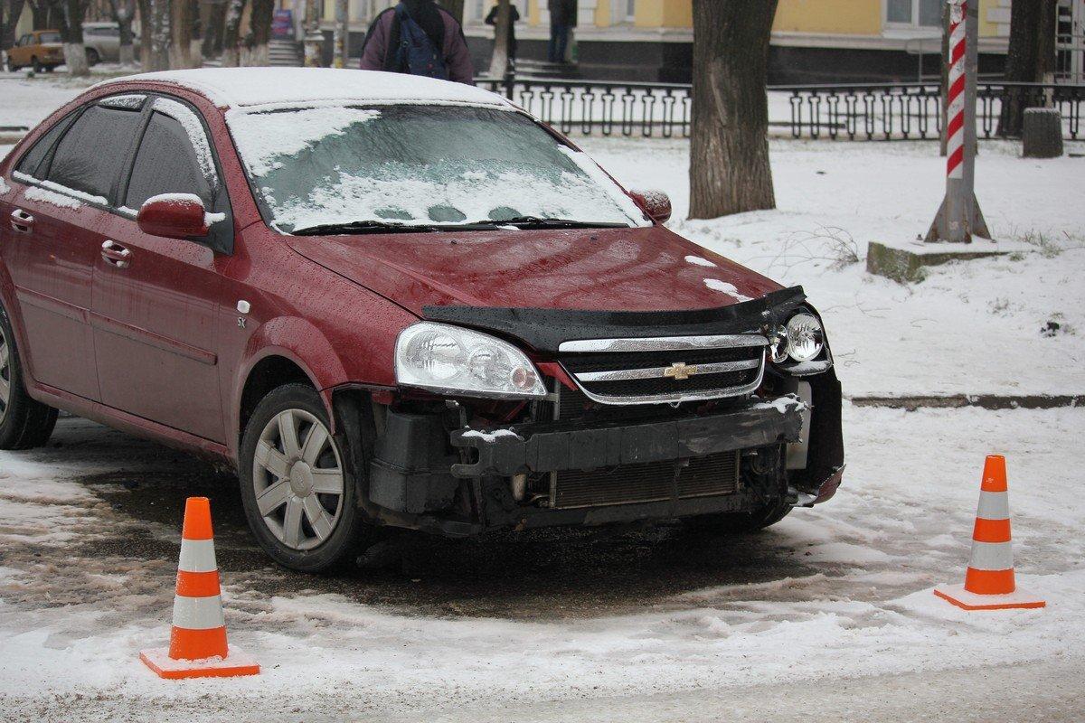 Автомобиль Chevrolet ехал на красный сигнал светофора