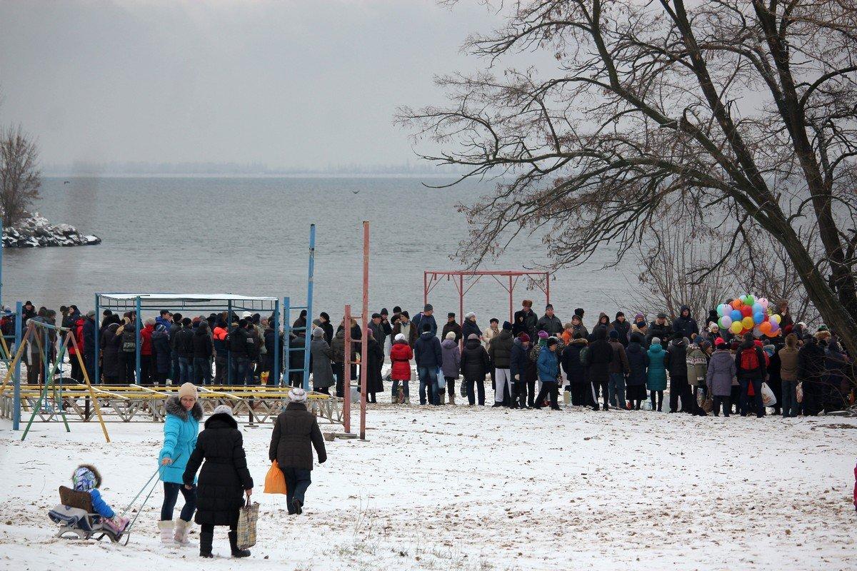 19 января на городском пляже в Никополе отметили Крещение Господне