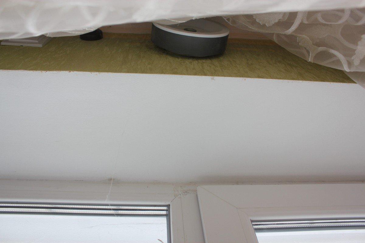 Над окнами установили вытяжки