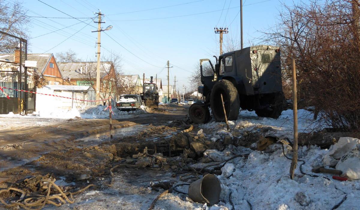 На улице Довгалевская, 237 лопнул подземный трубопровод