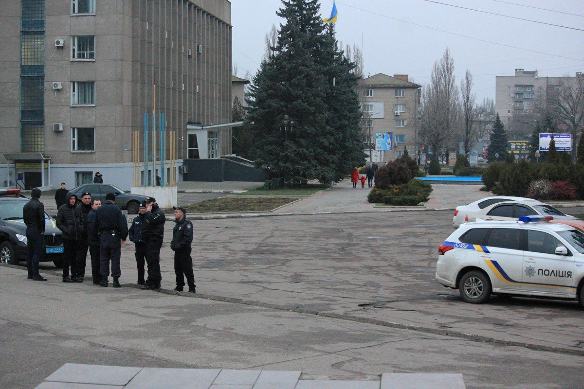 Полицейские следят за порядком