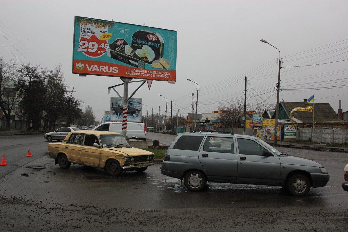 Водитель Жигулей не пропустил Lada 2111