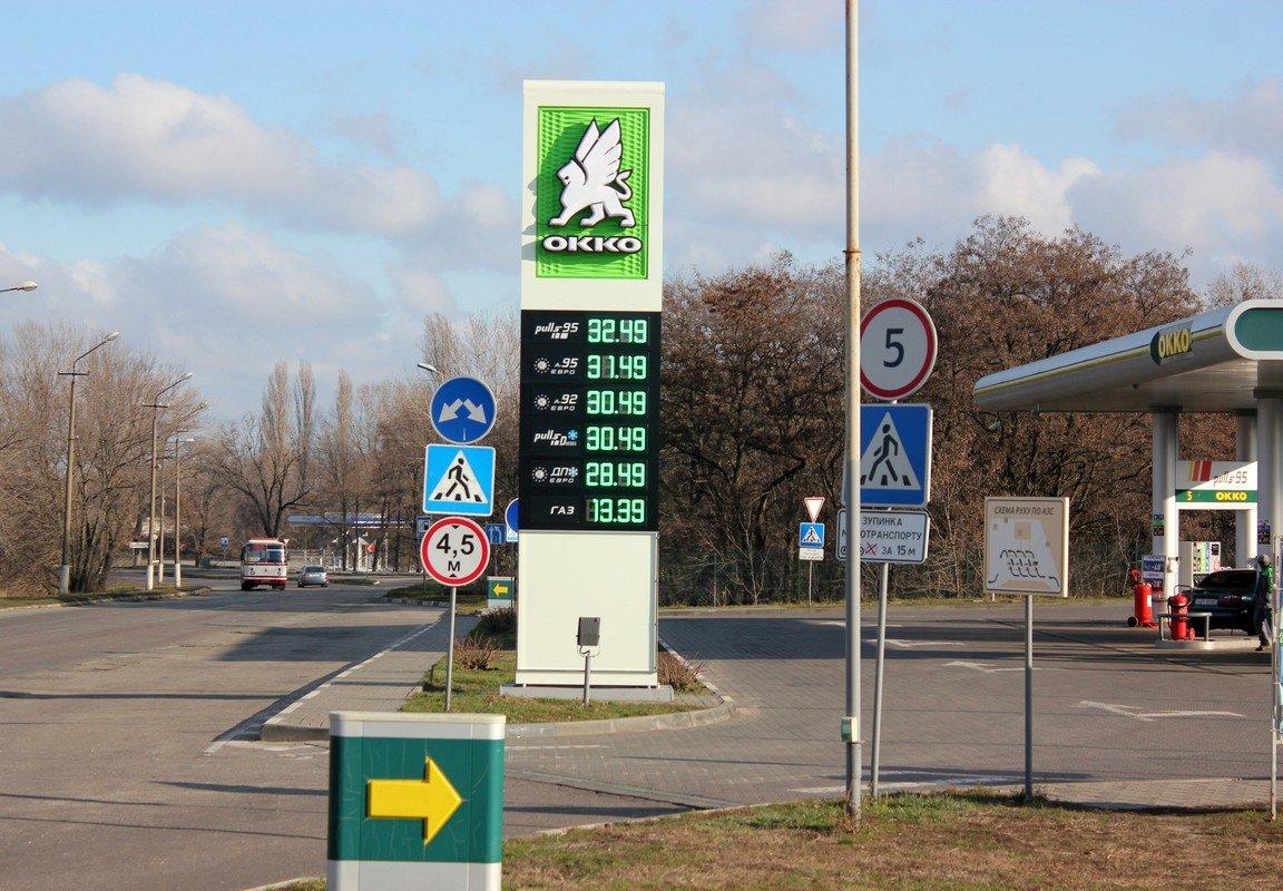 Цена на бензин за ночь подросла на 1 гривну