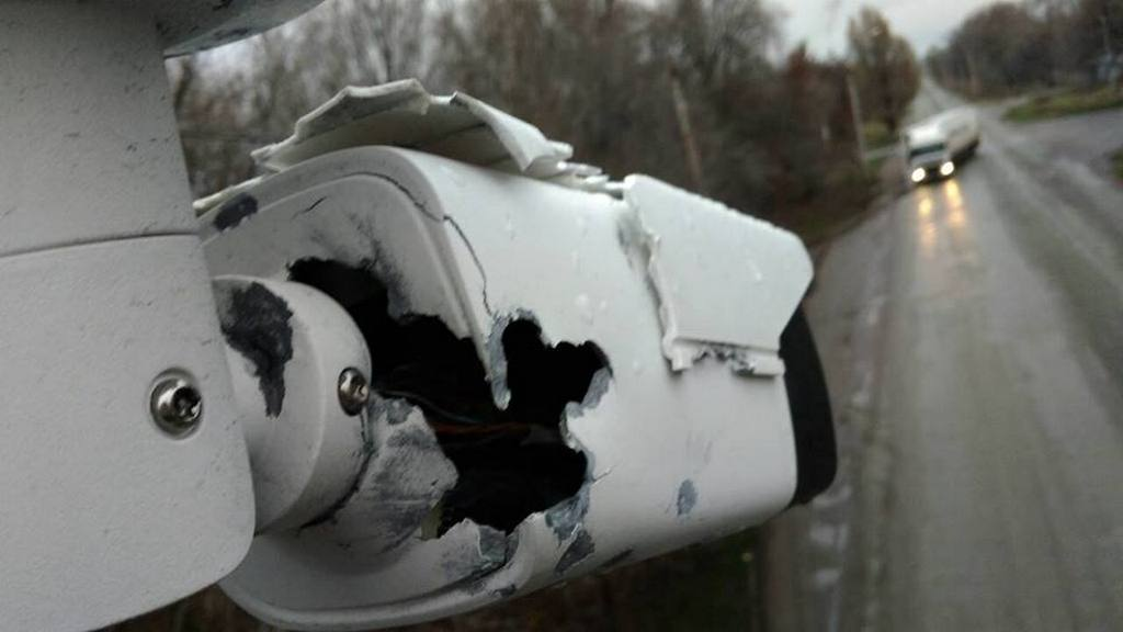 Камеру на Новопавловке прострелили насквозь и она не подлежит ремонту