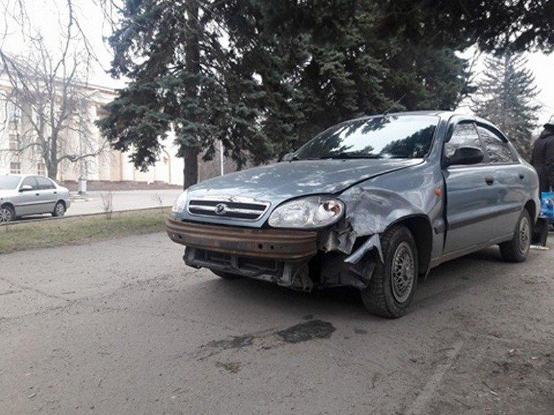 """Около остановки""""Элит-клуб"""" столкнулись два автомобиля"""
