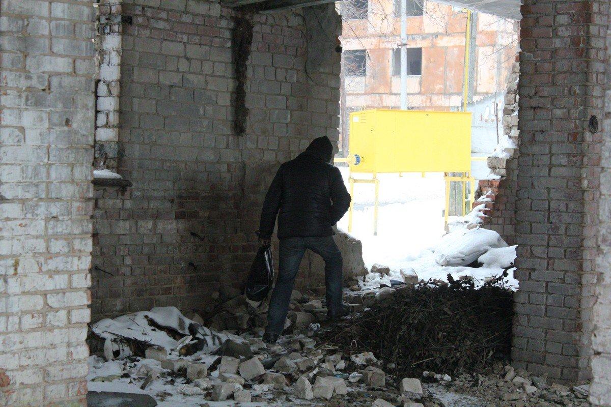 Мужчина назвал развалины своим домом