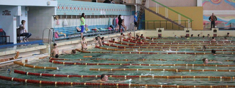 Как проходят тренировки скалолазов в бассейне Покрова