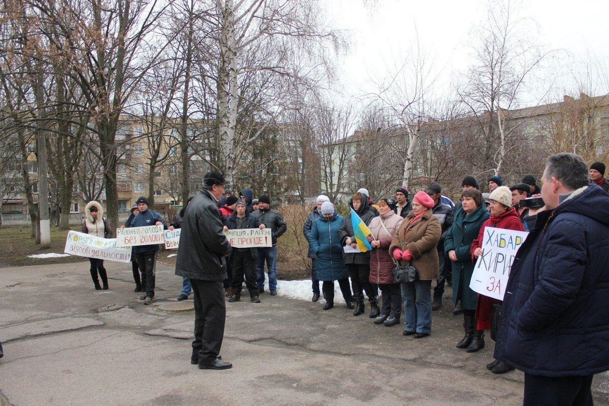 Жители района организовали мирный митинг