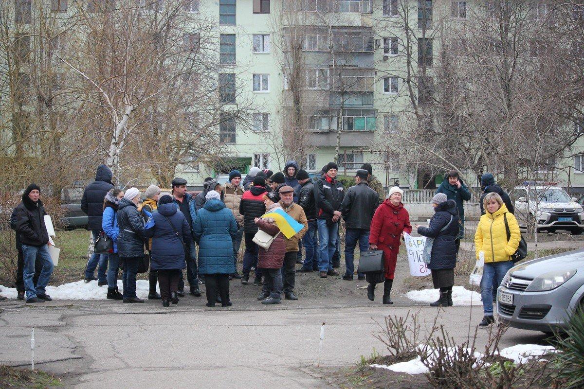Митингующие не дождались представителей суда и через час ожидания - разошлись