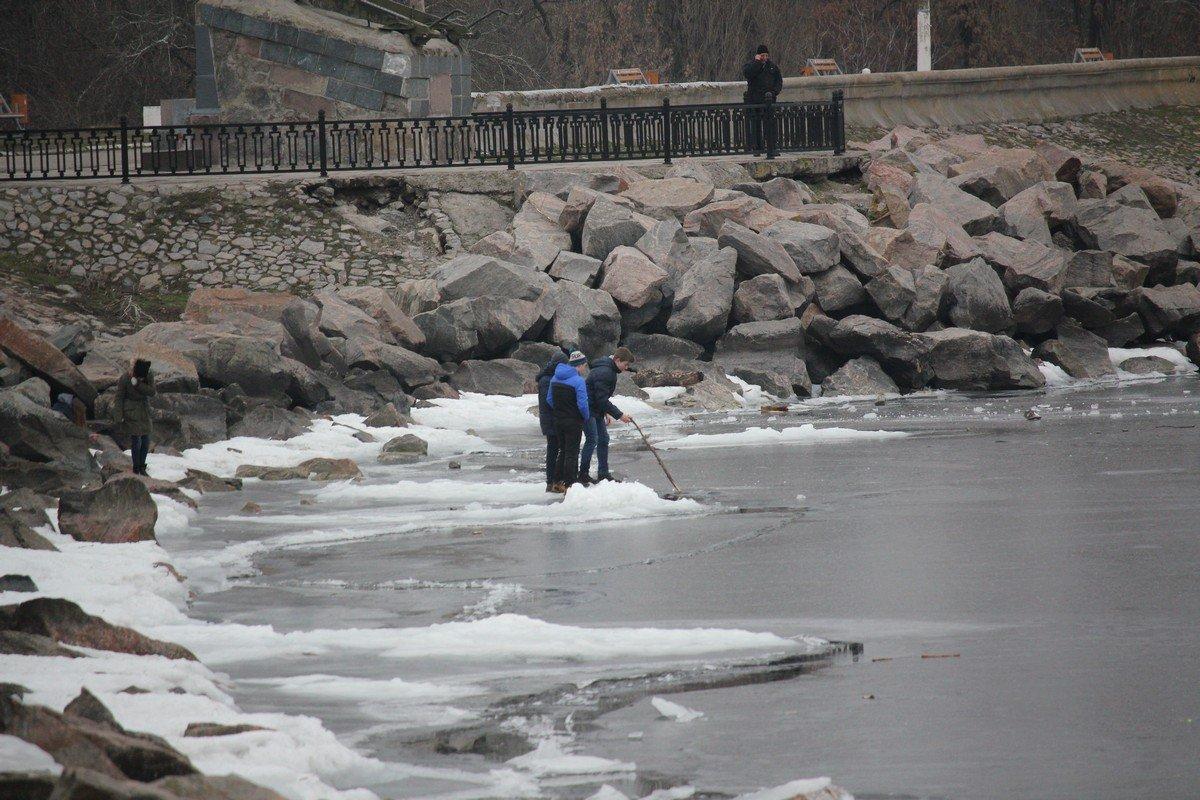 На лед выходить опасно
