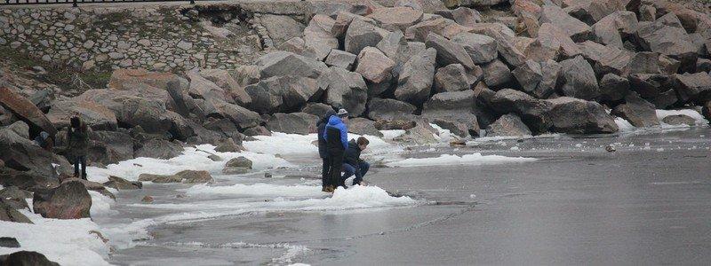 В Никополе на водохранилище тонкий лед: спасатели предупреждают об опасности
