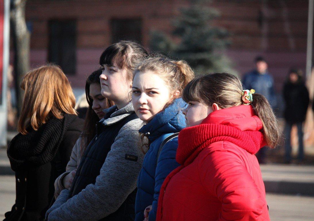 Яркое февральское солнце слепило собравшихся на митинг