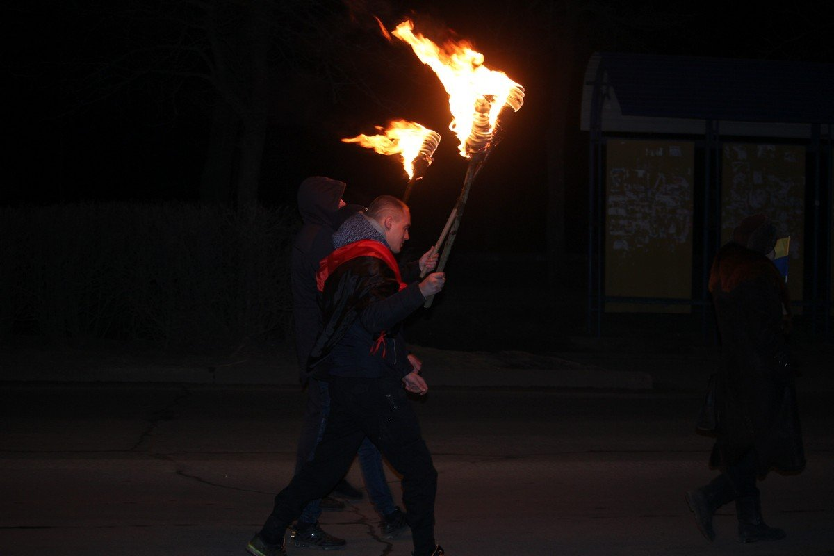 Патриоты зажгли факелы памяти