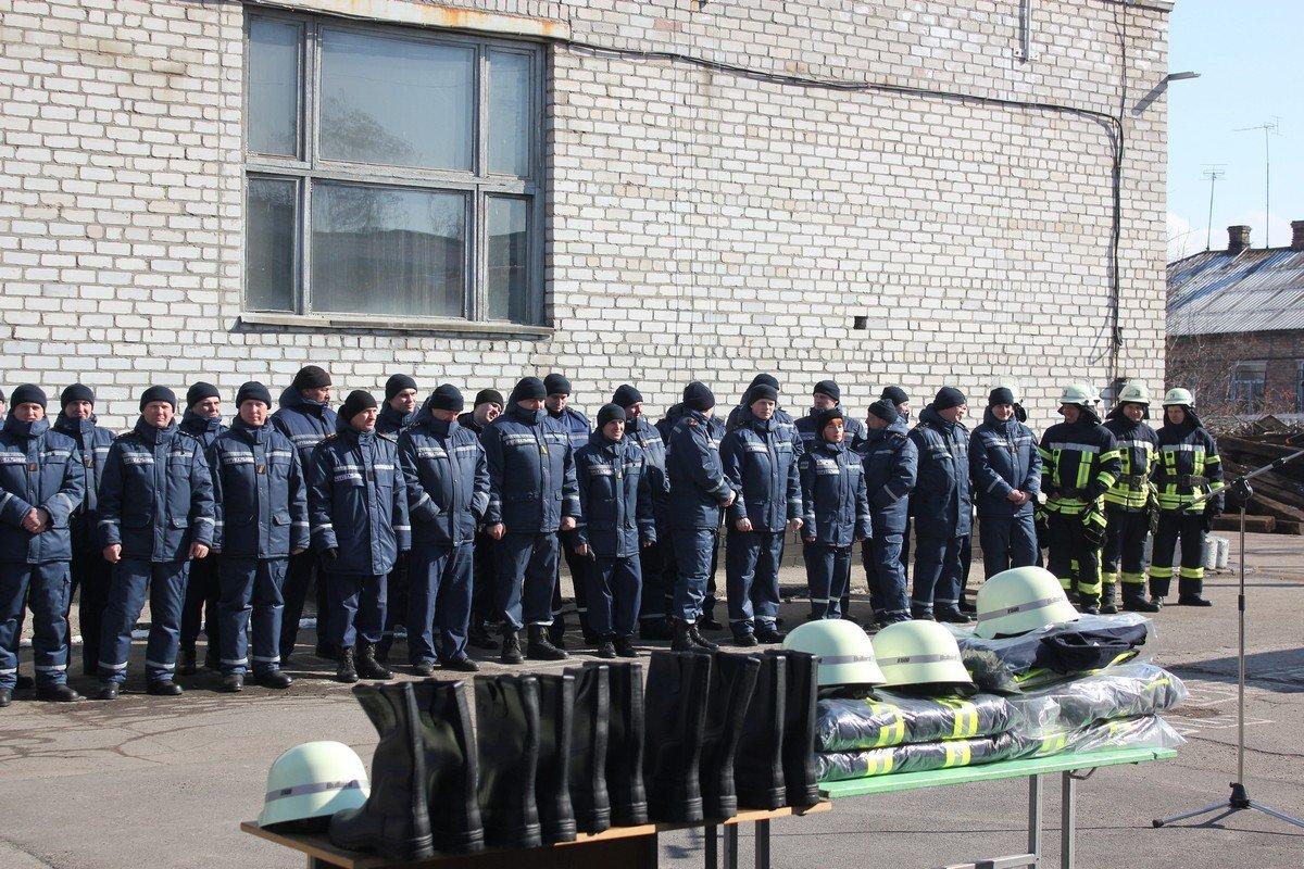 Спасатели получили новый автомобиль и пять новых комплектов экипировки