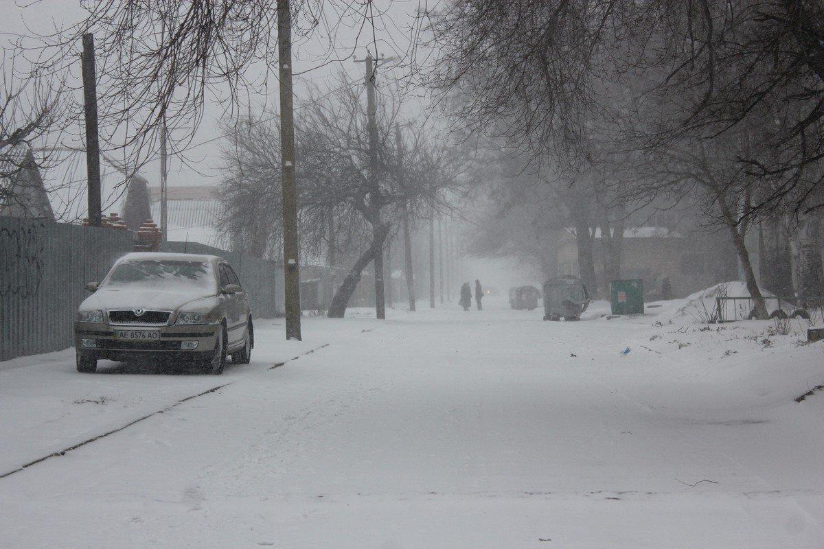 Внутриквартальные дороги заметены снегом