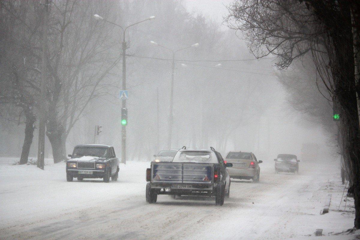 Водителей призывают воздержаться от поездоки соблюдать правила парковки, чтобы не мешать снегоуборочной технике