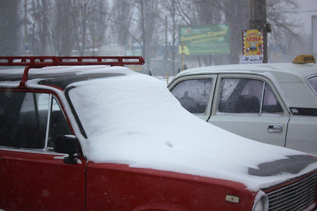 В Никополе бесконечно сыпет снег
